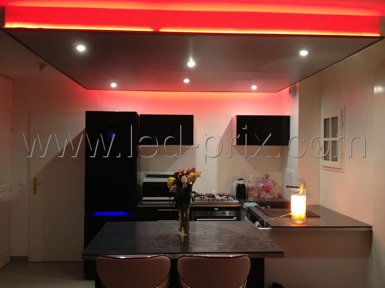 moulure plafond led great poutre dco plafond nmc nomastyl plus moulure e polystyrne with. Black Bedroom Furniture Sets. Home Design Ideas